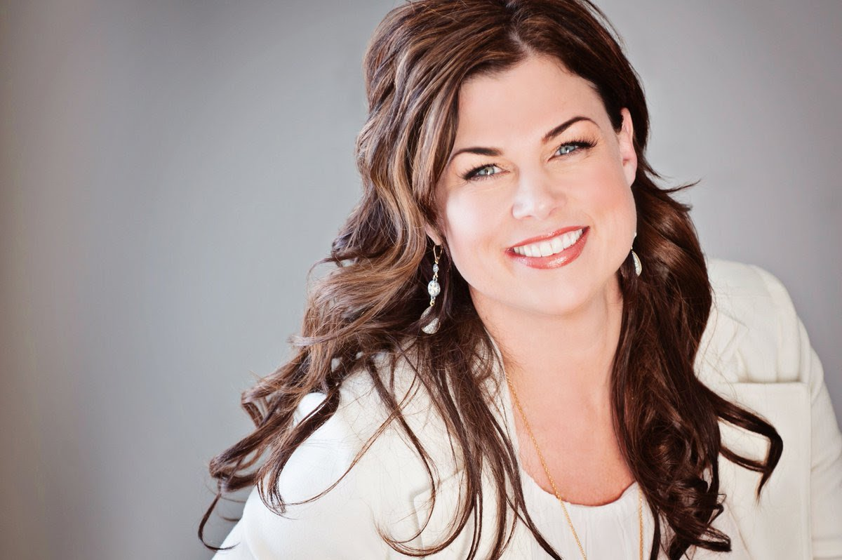 Navigating Leadership and Change — Interview With Robyn Woods